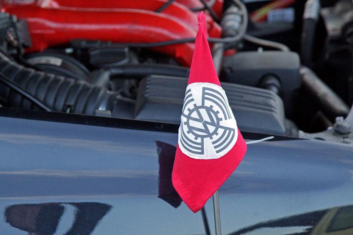 Nazi Aufmarsch Bei Autotreffen Bilder Autobildde