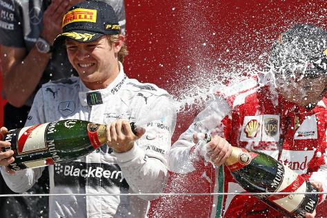 Nico Rosberg feiert seinen Sieg beim Formel 1-GP in Silverstone 2013