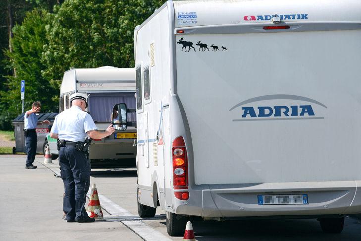 Wohnmobile auf dem Weg in den Urlaub: Achtung, Polizeikontrolle!