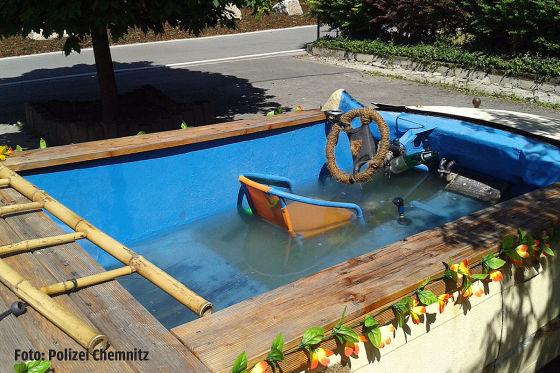 BMW in fahrbaren Pool verwandelt