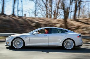 Kommt der Allrad-Model S?