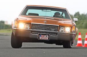 V8-Coupés der 70er auf der Teststrecke