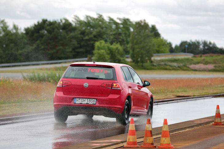 Reifentest Bremsen Nässe