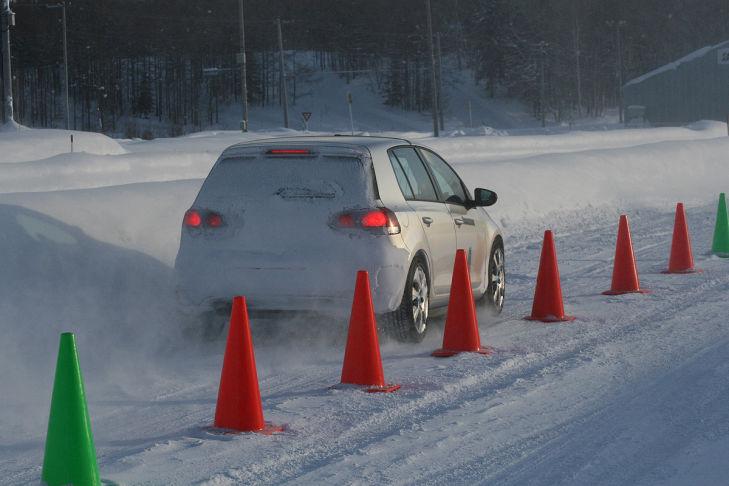 Reifentest Bremsen Schnee