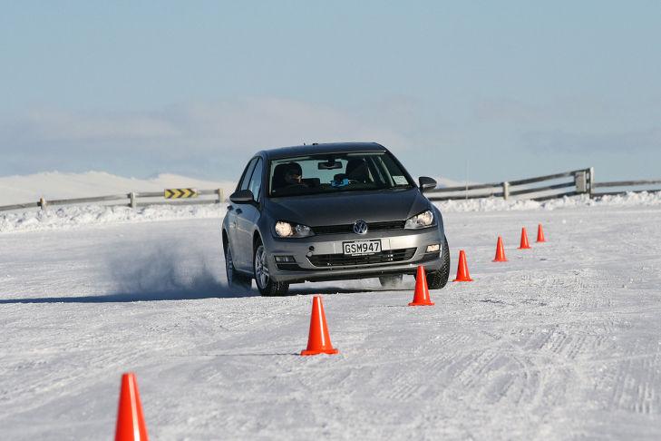 Reifentest Slalom Schnee