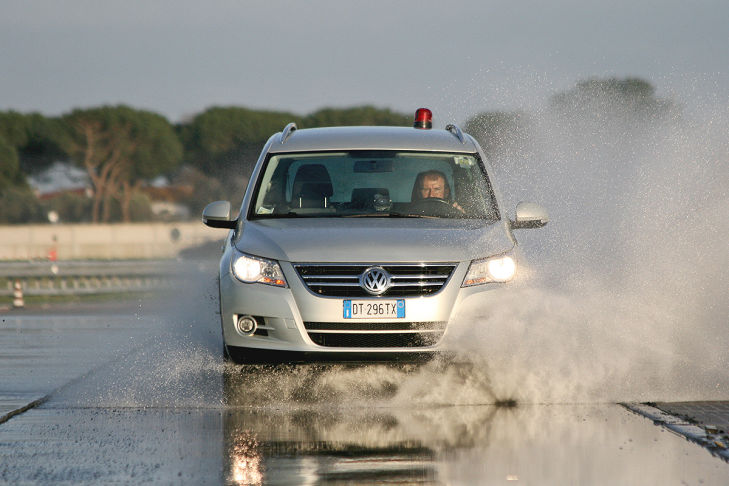 Winterreifen-Test: Aquaplaning