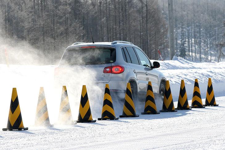 Winterreifen-Test: Bremsen auf Schnee