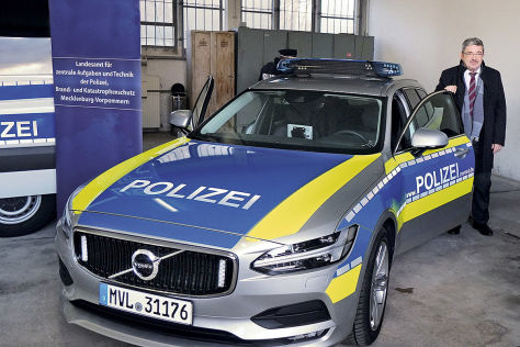 polizeiautos polizei bekommt neue volvo ohne scr kat. Black Bedroom Furniture Sets. Home Design Ideas