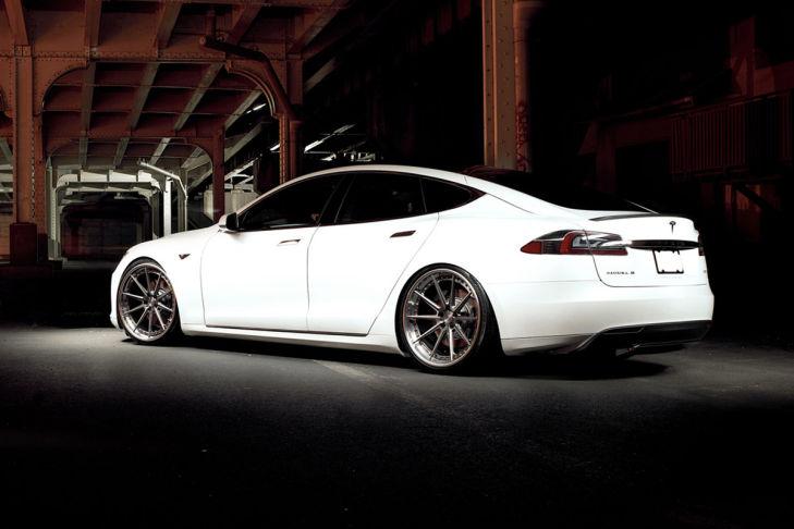 Tesla Model S auf ADV10TSSL