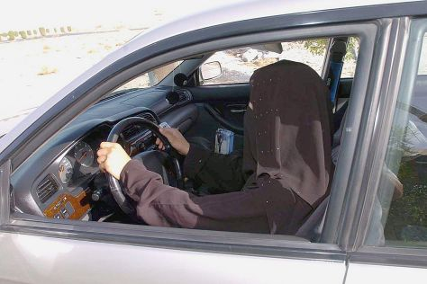 Frau am Steuer Saudi Arabien