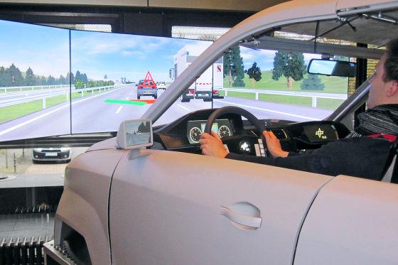 Verkehrsunfälle vermeiden: DLR-WissenschaftlerAusweichassistenzsystem zur Kollisionsvermeidung