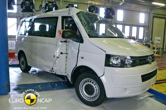 VW T5 im Euro NCAP Pfahlaufprall