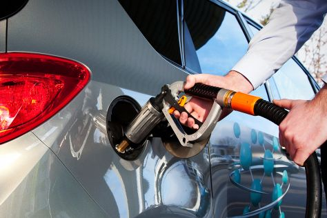 Opel Meriva LPG an der Tankstelle