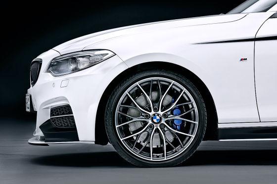 BMW 2er mit M Performance Reifen