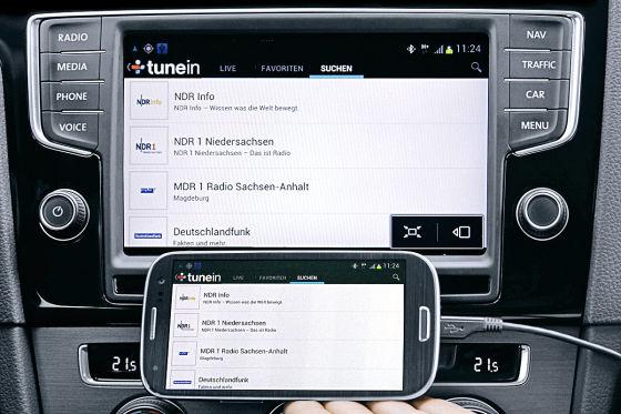 Via Mirror-Link werden Smartphone-Inhalte in das Navigationssystem transferiert