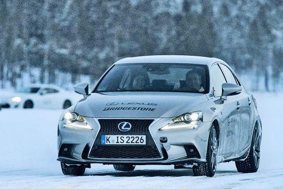 Bridgestone Reifentest auf Eis und Schnee