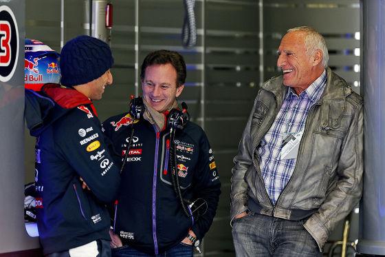 2014 F1 Pre Season Test 1 - Day 3 Circuito de Jerez, Jerez, Spain. Thursday 30 January 2014. Christian Horner, Team Principal, Red Bull Racing, talks to Dietrich Mateschitz and Daniel Ricciardo, Red Bull Racing. Photo: Alastair Staley/LAT Photographic. pixel