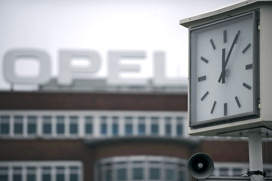 Uhr am Opel-Werk Bochum