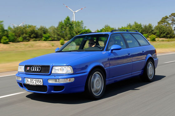Audi RS 2 fahrend Frontansicht