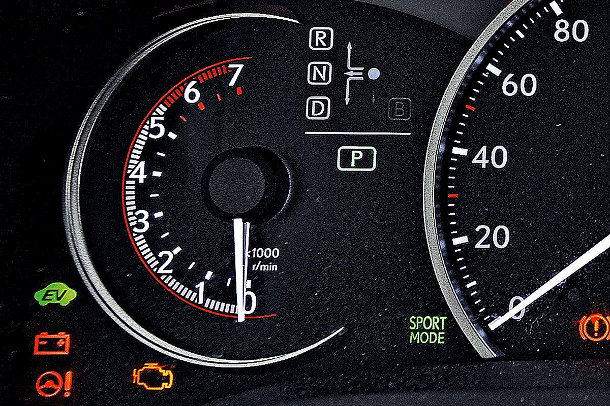 Lexus CT 200h: Drehzahlmesser