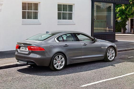 Alu-Jaguar jagt BMW 3er und C-Klasse