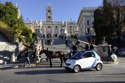Car2go-Smart vor der Spanischen Treppe