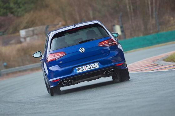 VW Golf R blau Heckansicht