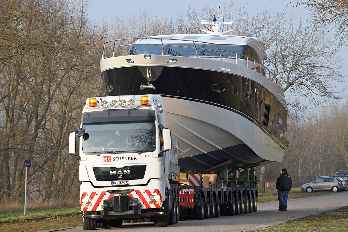 Yacht Schwertransport