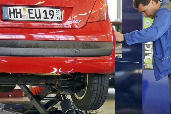 Peugeot 207 mit Saisonkennzeichen