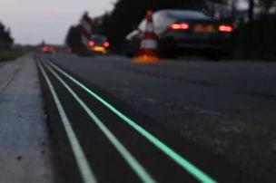 Leuchtfarbe markiert Straße
