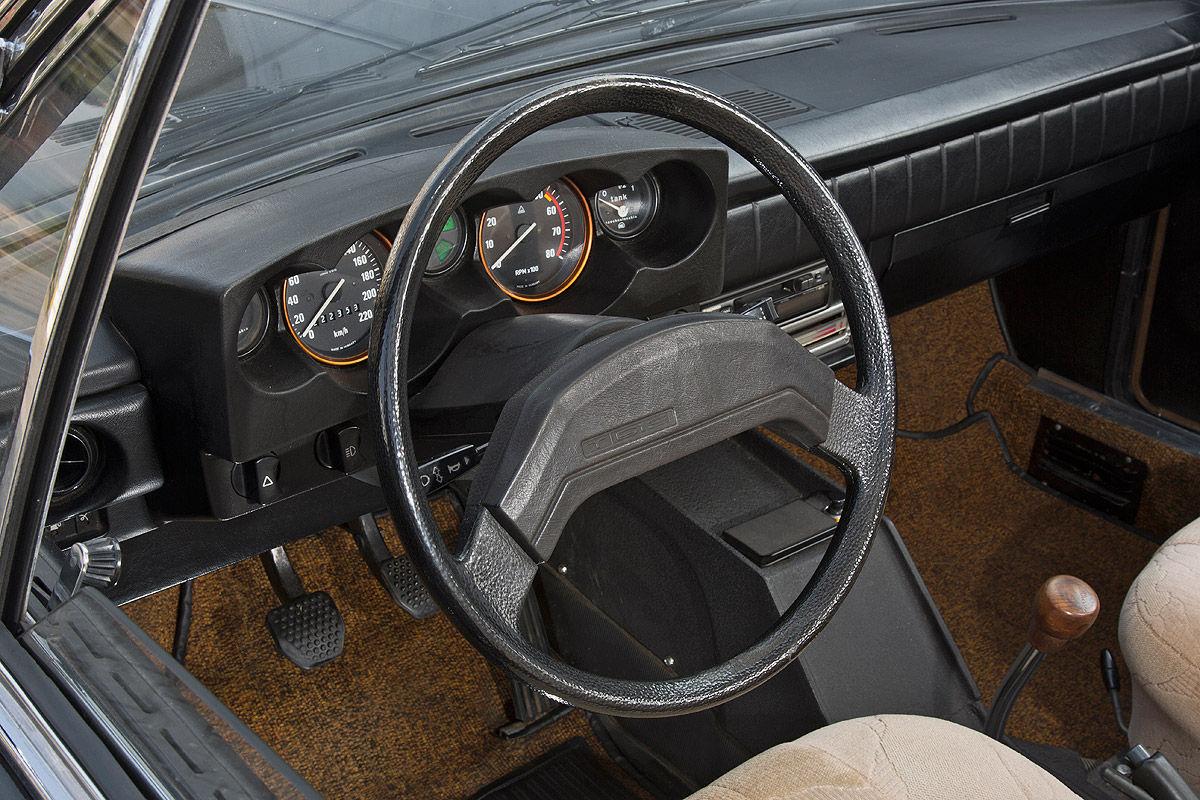 Tatra T613-1