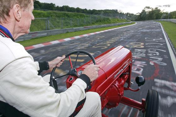 Walter Röhrl auf der Nordschleife mit einem Traktor Porsche Junior  (1961)