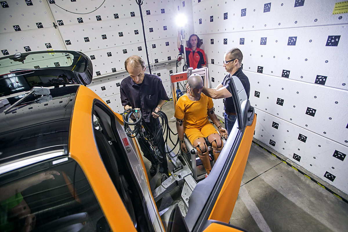 Crashtest Smart fortwo gegen Mercedes S-Klasse