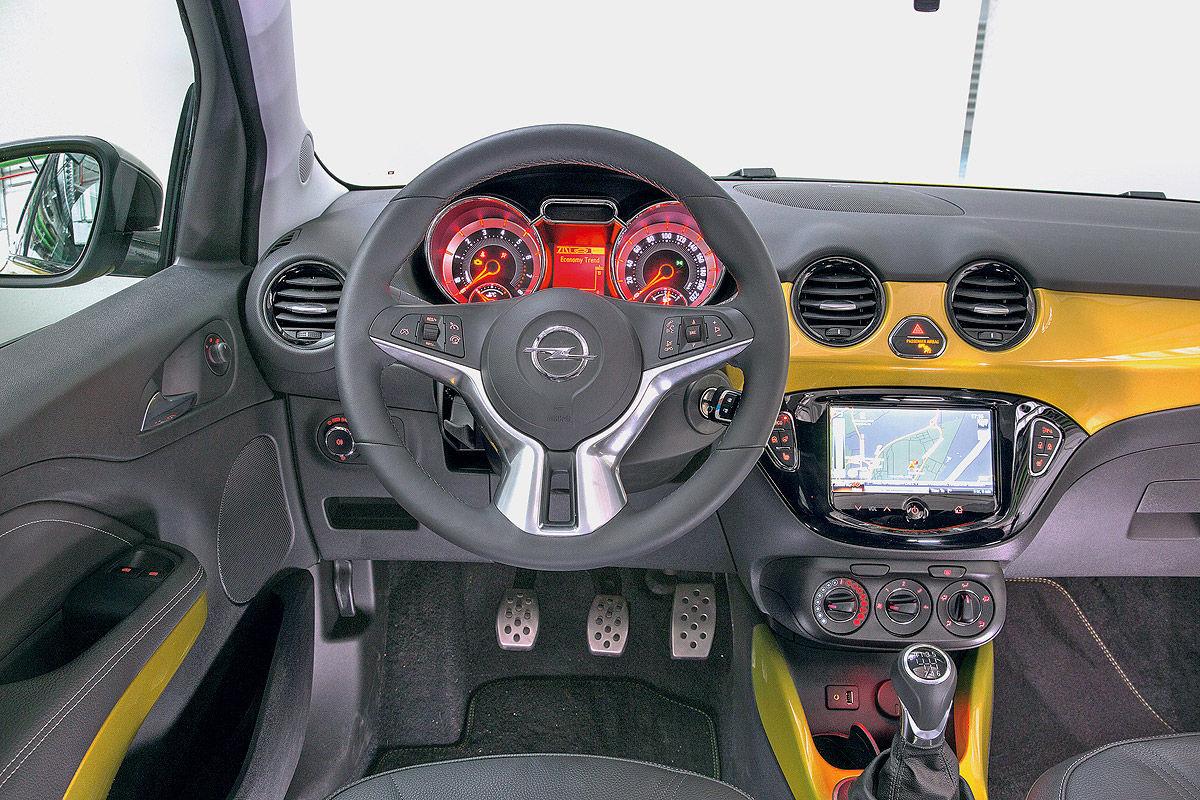 Opel Adam Rocks Cockpit