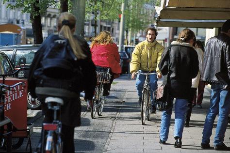 Radfahrer auf falscher Seite