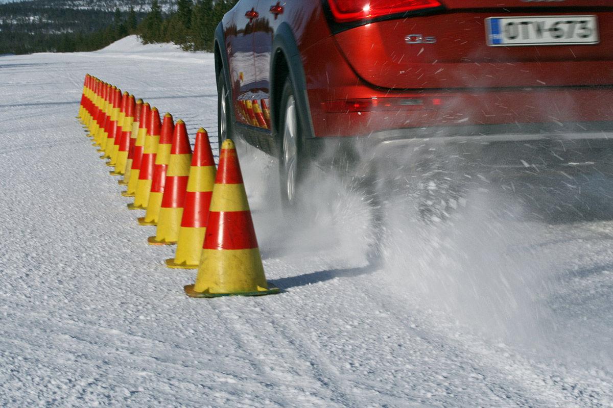 Winterreifen-Test, Audi Q5, Bremsen auf Schnee