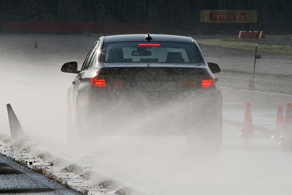 BMW 3er, Winterreifen-Test: Bremsen bei Nässe