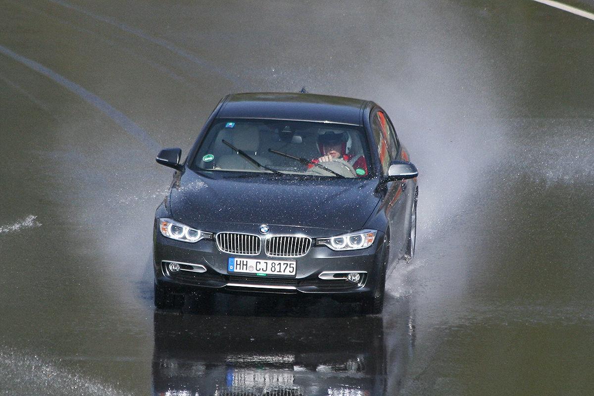 BMW 3er, Winterreifen-Test: Kurvenaquaplaning