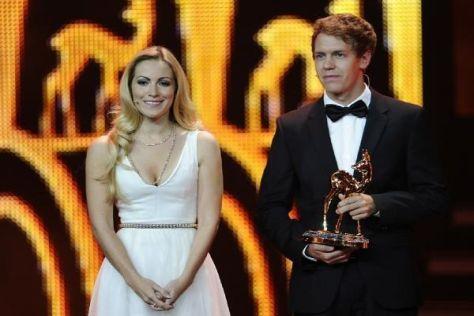 Sebastian Vettel und Moderatorin Andrea Kaiser bei der Bambi-Verleihung