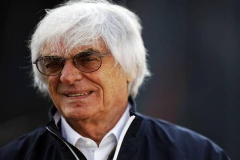 Formel-1-Chef Bernie Ecclestone macht sich über das Prozessurteil lustig
