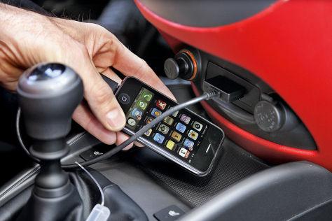 Handy-Urteile: Weitergeben erlaubt, Uhrzeit checken nicht