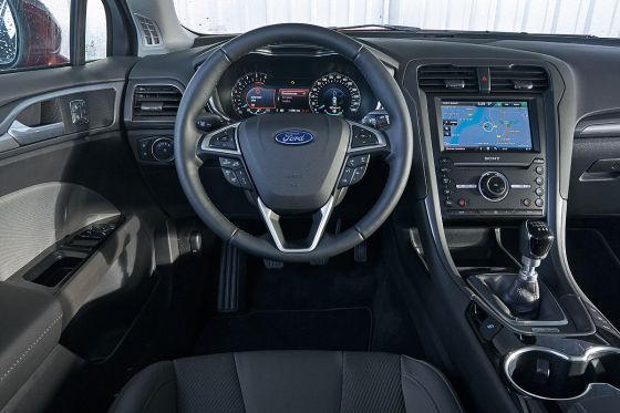 Mittelklasse Kombis Im Test Neuer Ford Mondeo Gegen Vw Passat