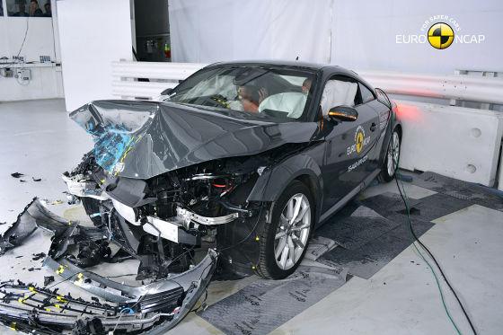 So crasht der neue Audi TT