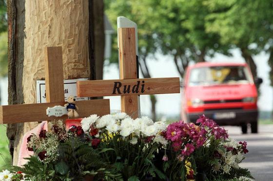 Kreuz am Straßenrand