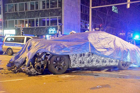 Erlkönig rammt Polizeiauto