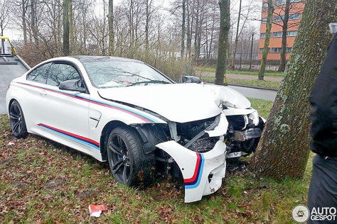 unfall am ladies day bmw m4 coup crasht gegen baum. Black Bedroom Furniture Sets. Home Design Ideas