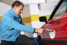 Rallye-Aufkleber nicht mit purer Kraft entfernen