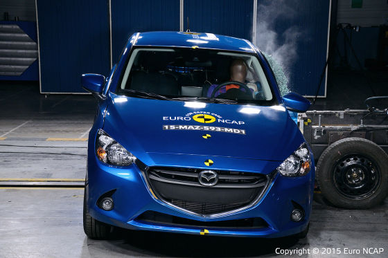 Euro NCAP Crashtest Mazda2 (April 2015)