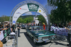 Rallye-Teams und Autos!