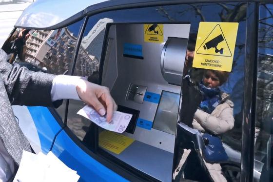 BMW i3 als Geldautomat der Idea Bank
